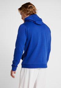 Nike Performance - NBA GOLDEN STATE WARRIORS LOGO HOODIE - Pelipaita - rush blue - 2