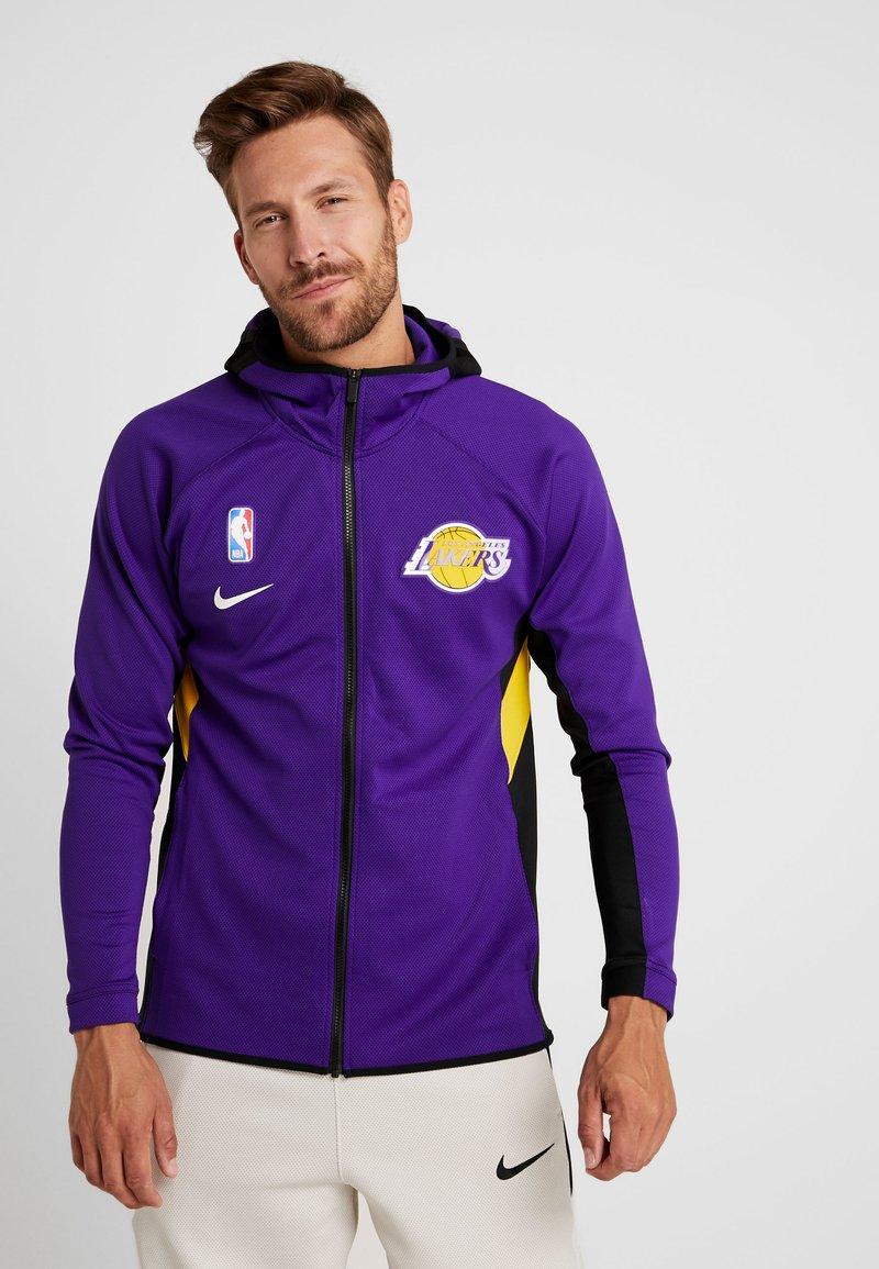 Nike Performance - NBA LOS ANGELES LAKERS THERMAFLEX - Training jacket - field purple/black/amarillo