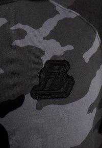 Nike Performance - NBA LA LAKERS CAMO HOODIE - Club wear - cool grey/black - 6