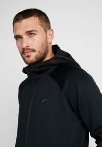 Nike Performance - THERMA FLEX SHOWTIME - Huvtröja med dragkedja - black/dark grey/cool grey - 3
