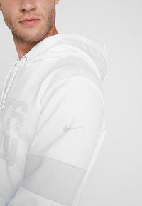 Nike Performance - NFL 100 YEARS NEW YORK GIANTS THERMA HOODY - Hoodie - white/pure platinum - 3