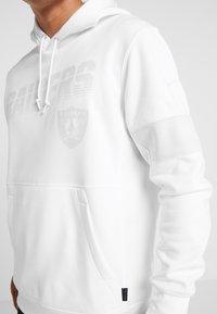 Nike Performance - NFL 100 YEARS OAKLAND RAIDERS THERMA HOODY - Pelipaita - white/pure platinum - 5