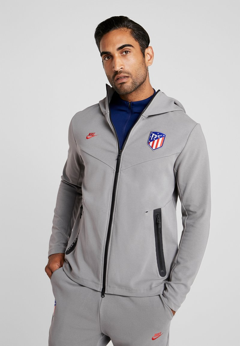 Nike Performance - ATLETICO MADRID HOODIE - Article de supporter - gunsmoke/sport red