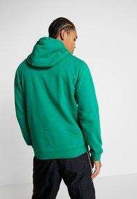 Nike Performance - NBA CITY EDITION BOSTON CELTICS LOGO HOODIE - Club wear - clover - 2