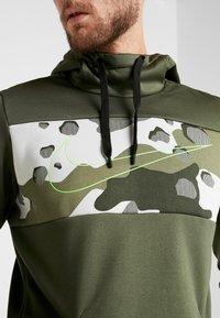 Nike Performance - M NK THRMA HD PO CMO  - Jersey con capucha - cargo khaki/electric green - 5