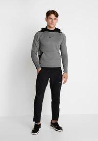Nike Performance - Jersey con capucha - charcoal heather/black - 1