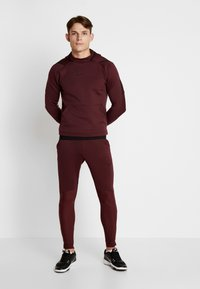 Nike Performance - Jersey con capucha - night maroon - 1