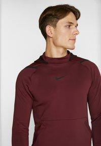 Nike Performance - Jersey con capucha - night maroon - 4