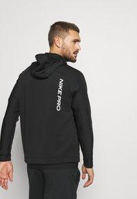 Nike Performance - Kapuzenpullover - black/black/white - 2