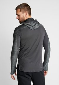 Nike Performance - UTILITY THRMA NVTY - Camiseta de deporte - dark smoke grey/black - 2