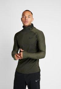 Nike Performance - UTILITY THRMA NVTY - Camiseta de deporte - khaki/black - 0