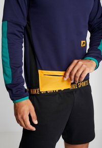 Nike Performance - CREW  - Sweatshirt - blackened blue/bright violet - 4