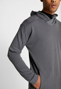Nike Performance - Jersey con capucha - iron grey/black - 3