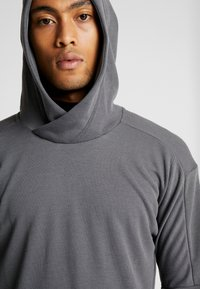 Nike Performance - Jersey con capucha - iron grey/black - 4