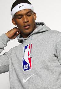 Nike Performance - NBA TEAM HOODY - Bluza z kapturem - dark grey heather - 5
