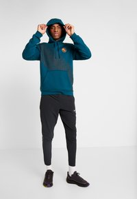 Nike Performance - CLUB HOODIE EKIDEN - Jersey con capucha - midnight - 1