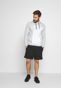 Nike Performance - DRY HOODIE  - Jersey con capucha - light smoke grey/white - 1