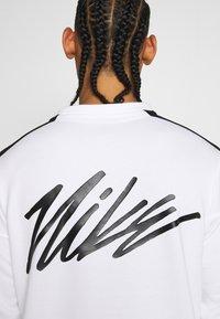 Nike Performance - M NK DRY TOP FLEECE PX - Felpa - white/black - 5