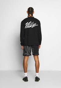 Nike Performance - M NK DRY TOP FLEECE PX - Sweatshirt - black/white - 2