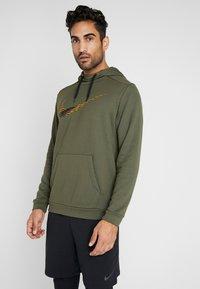 Nike Performance - Jersey con capucha - khaki - 0