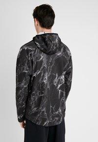 Nike Performance - SPOTLIGHT HOODIE FULL ZIP MARBLE - Veste de survêtement - black/black - 2