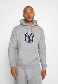 Nike Performance - MLB NEW YORK YANKEES COOPESTOWN PATCH HOODIE - Klubové oblečení - dark grey heather - 0
