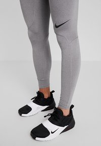 Nike Performance - PRO TIGHT - Langunderbukse - carbon heather/dark grey/black - 3