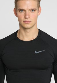 Nike Performance - Camiseta de deporte - black/black/dark grey - 4