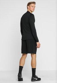 Nike Performance - T-shirt sportiva - black/black/dark grey - 2