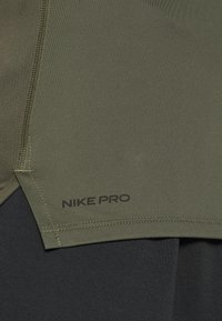 Nike Performance - TIGHT - Camiseta básica - cargo khaki/black