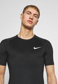 Nike Performance - TIGHT - Camiseta básica - black - 3