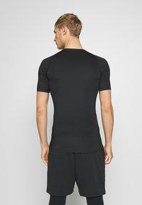 Nike Performance - TIGHT - Camiseta básica - black - 2