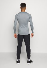 Nike Performance - Tekninen urheilupaita - smoke grey/light smoke grey/black - 2