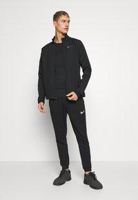 Nike Performance - Tekninen urheilupaita - black - 1