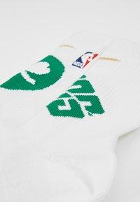 Nike Performance - NBA BOSTON CELTICS ELITE - Träningssockor - white/clover - 2