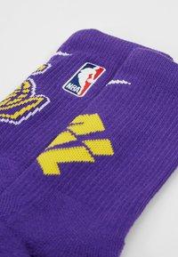 Nike Performance - NBA LA LAKERS ELITE - Träningssockor - field purple/amarillo - 2