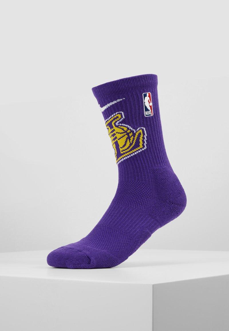 Nike Performance - NBA LA LAKERS ELITE - Sports socks - field purple/amarillo