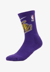 Nike Performance - NBA LA LAKERS ELITE - Träningssockor - field purple/amarillo - 1