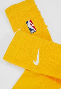 Nike Performance - NBA LOS ANGELES LAKERS CITY EDITION CREW SOCK - Skarpety sportowe - amarillo - 2