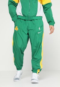 Nike Performance - NBA BOSTON CELTICS COURTSIDE TRACKSUIT - Pelipaita - clover/amarillo/white - 3