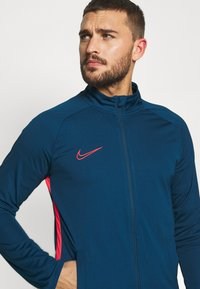 Nike Performance - DRY ACADEMY SUIT - Verryttelypuku - valerian blue/laser crimson - 5