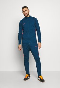 Nike Performance - DRY ACADEMY SUIT - Survêtement - valerian blue/laser crimson - 1