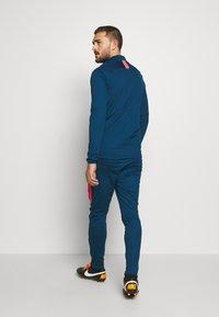 Nike Performance - DRY ACADEMY SUIT - Verryttelypuku - valerian blue/laser crimson - 4