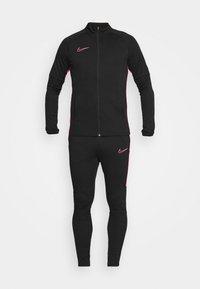 black/hyper pink