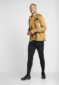 Nike Performance - INTER MAILAND DRY SUIT SET - Klubbkläder - muted bronze/black/truly gold - 1