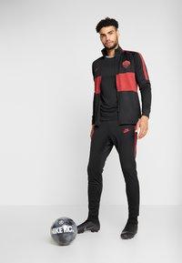 Nike Performance - AS ROM DRY SUIT - Klubbkläder - black/team crimson - 1