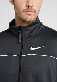 Nike Performance - M NK RIVALRY TRACKSUIT - Tracksuit - anthracite/white - 5