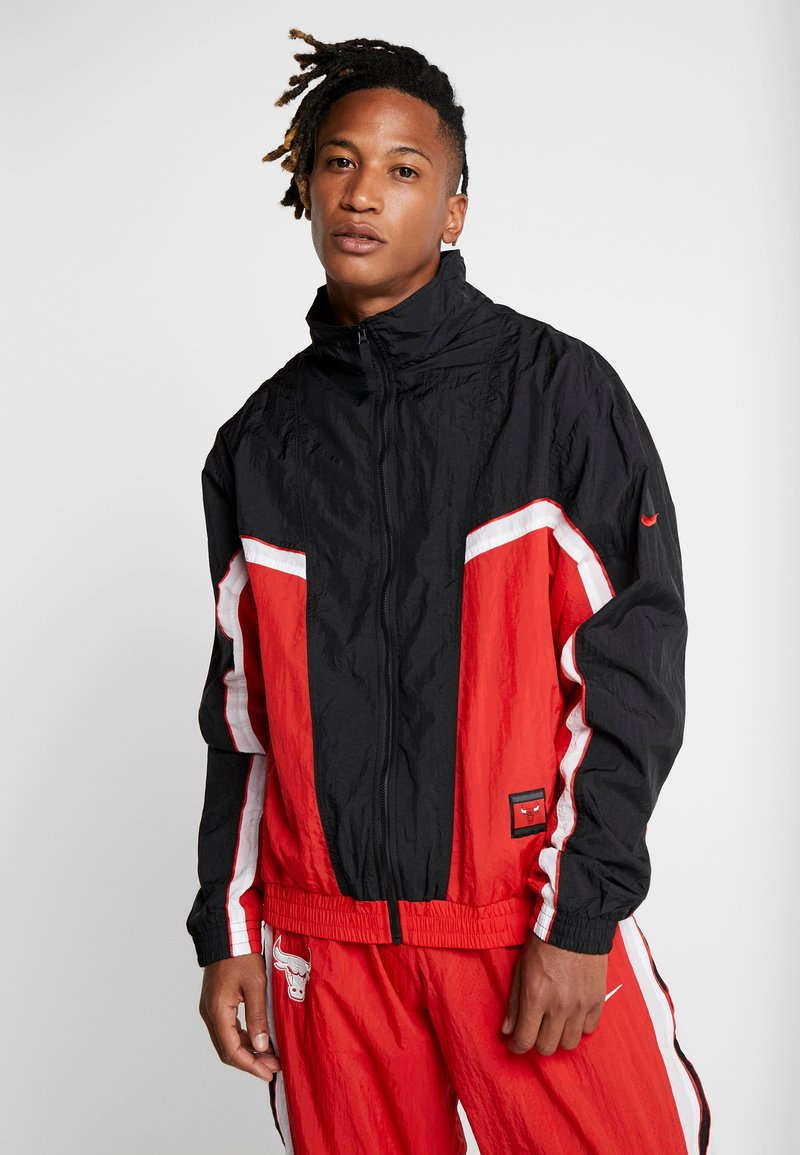 Nike Performance - NBA CHICAGO BULLS RETRO TRACKSUIT - Tuta - university red/black/white