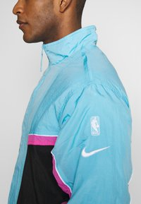 Nike Performance - NBA MIAMI HEAT CITY EDITION  - Dres - black/blue gale/laser fuchsia - 7