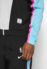 Nike Performance - NBA MIAMI HEAT CITY EDITION  - Dres - black/blue gale/laser fuchsia - 6